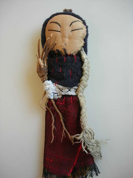 amulette 324 - textiles, racines & tresse de coton