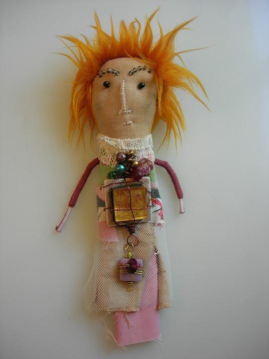 amulette 325 - Textiles, perles & rebuts de création de Nathalie Grenet